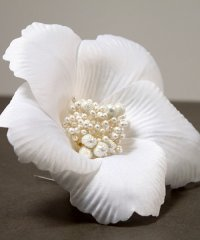 White Bloom Floral Hair Accessory